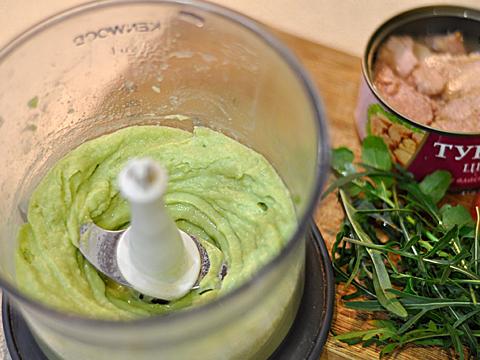 салат с тунцом и авокадо блендер